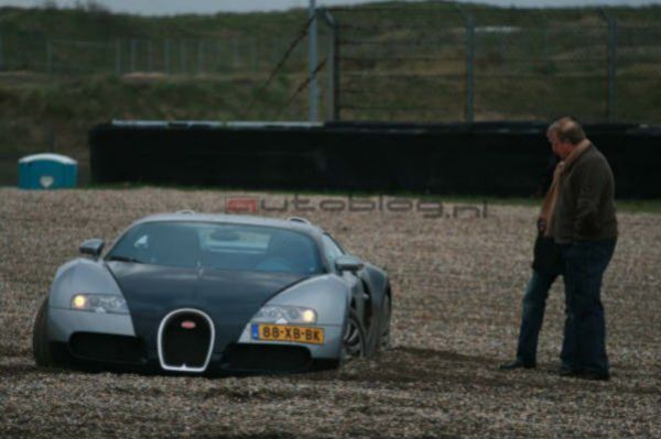 Bugatti Veyron Suffers Crash On Racetrack Wreckedexotics Com