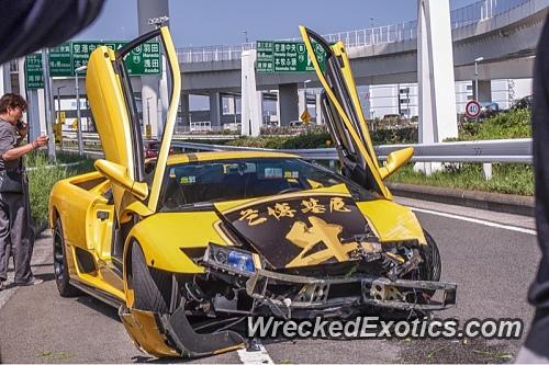 A Yellow Lamborghini Diablo Was Caught On Video Losing Control And