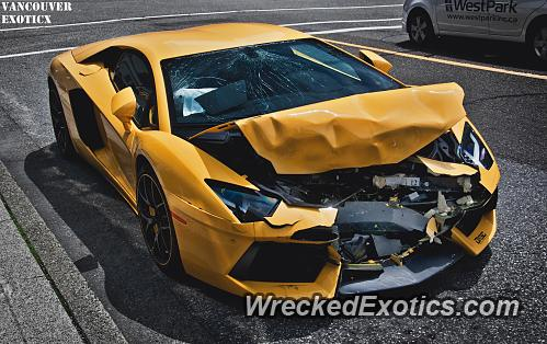 lamborghini aventador crashes in downtown vancouver