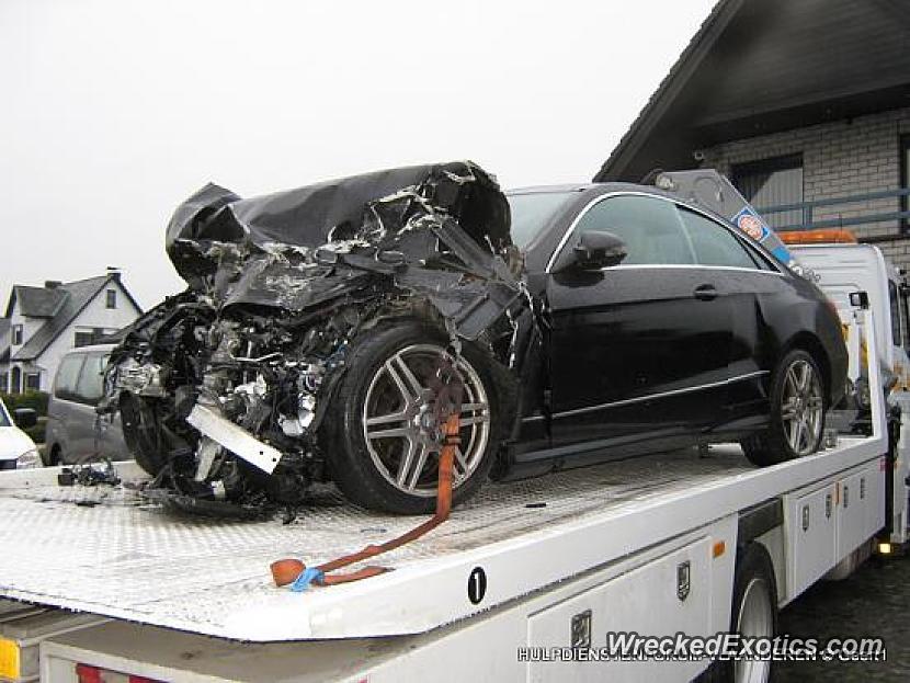 2010 Mercedes Benz E Class Coupe Wrecked In Oordegem Belgium