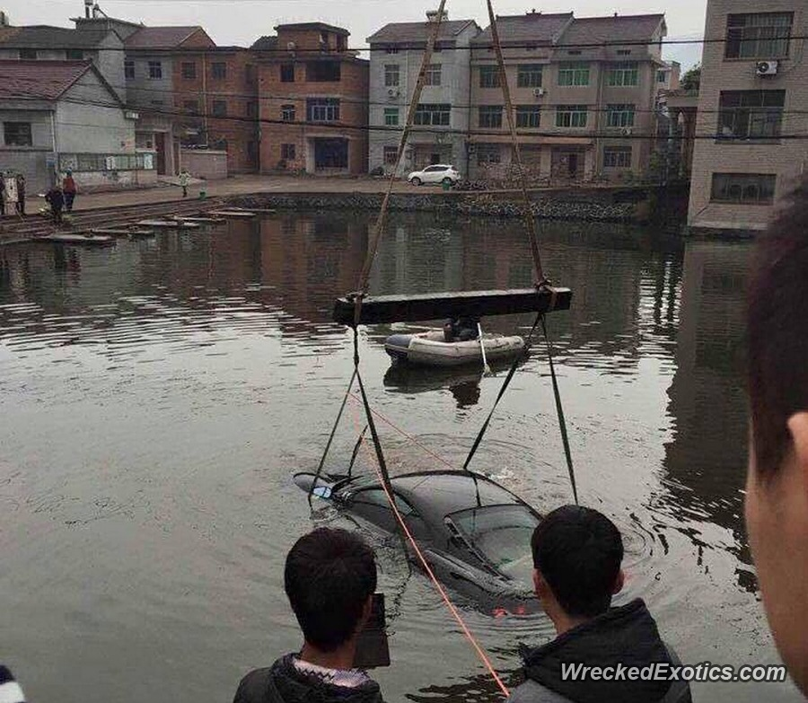 Ferrari F430 driven into canal in China