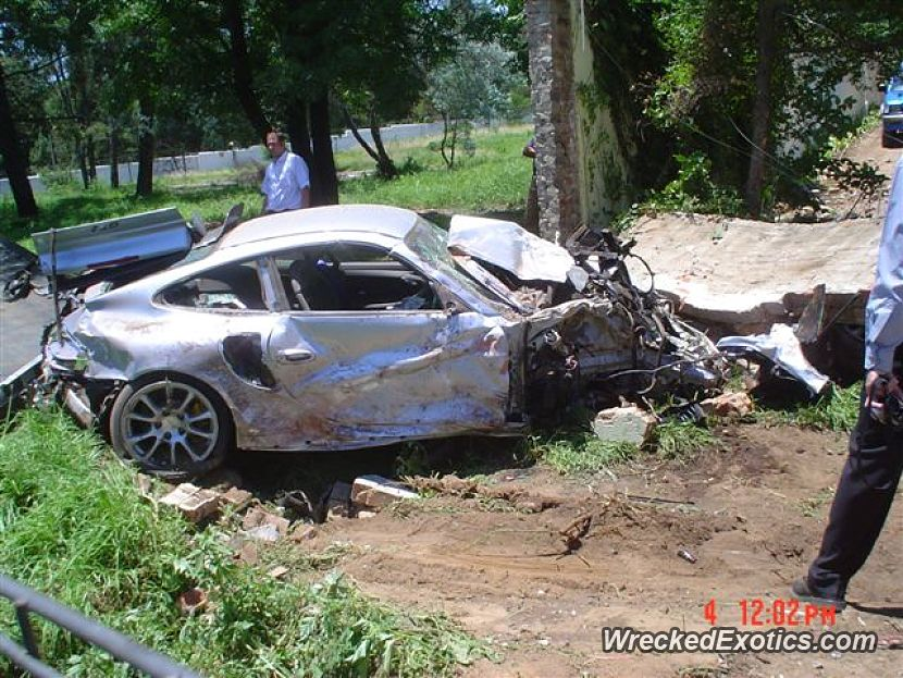 2003 porsche gt2 wrecked in south africa. Black Bedroom Furniture Sets. Home Design Ideas