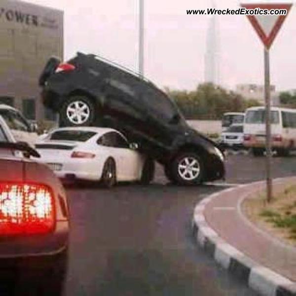Bmw Z8 Salvage: Porsche 911 Carrera Wrecked, Dubai, UAE