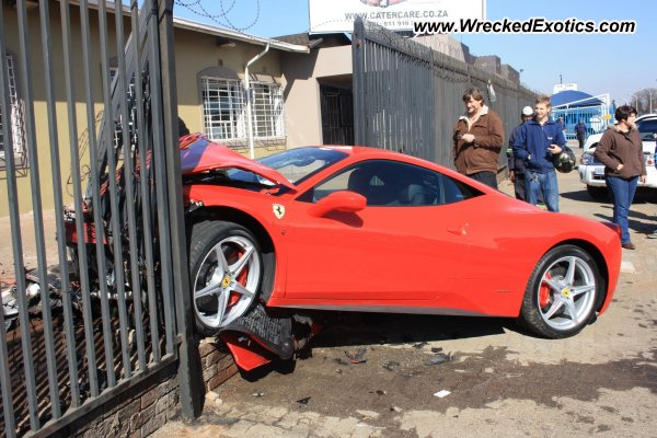 ferrari 458 italia wrecked boksburg south africa. Black Bedroom Furniture Sets. Home Design Ideas