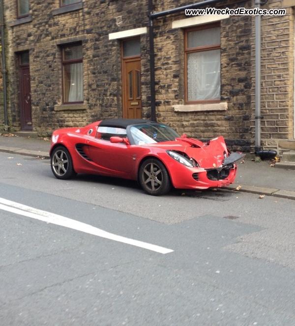 Bmw Z8 Salvage: Lotus Elise Wrecked, Huddersfield, United Kingdom