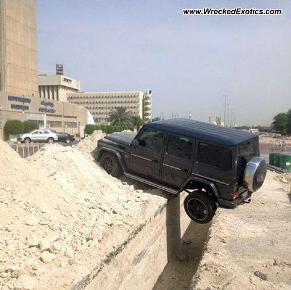 Bmw Z8 Salvage: Mercedes G-Class AMG G65 Wrecked, Kuwait City, Kuwait